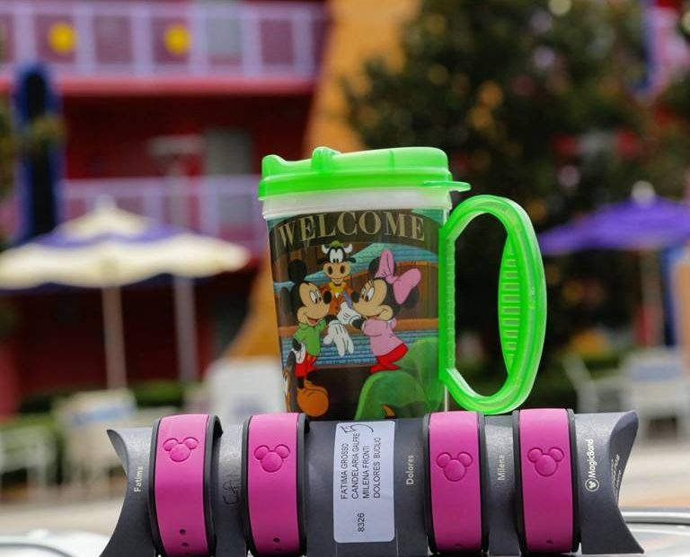 mugs y magic bands en el viaje de 15 a disney